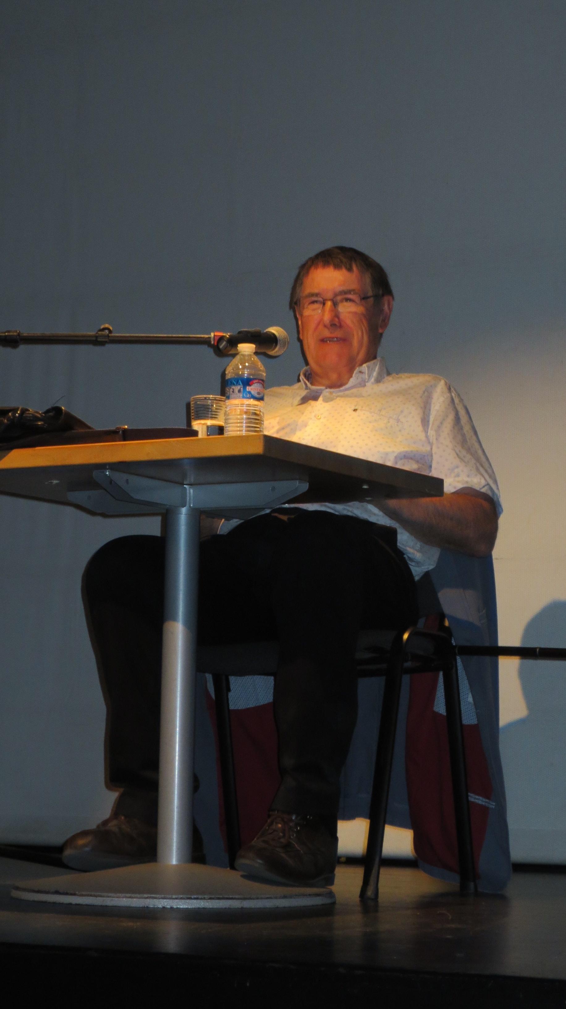 Guy Avizou donne une conférence sur l'histoire de l'UCC